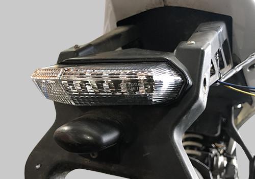 Feu blanc à leds DRX pour motos et scooter avec clignos