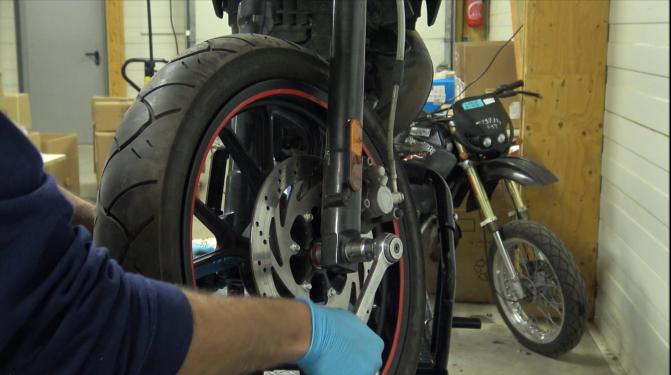 étape 10 tuto changer roulements de roue 50cc