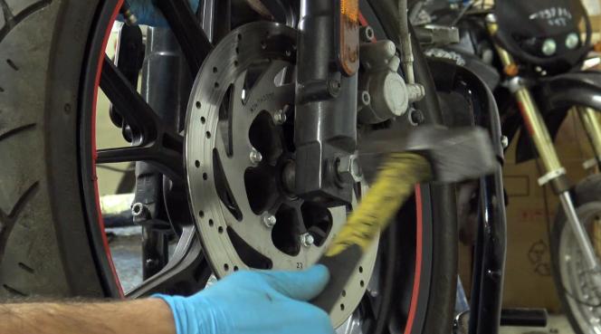 étape 1 tuto changer roulements de roue 50cc