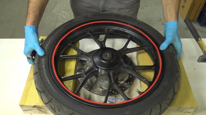 étape 3 tuto changer roulements de roue 50cc