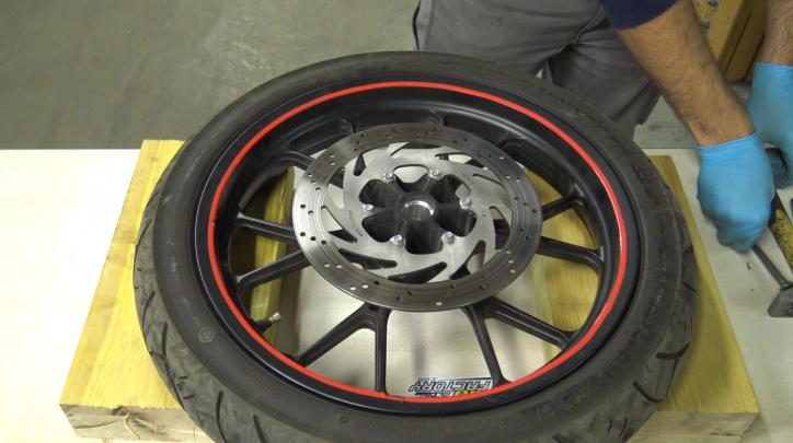 étape 5 tuto changer roulements de roue 50cc