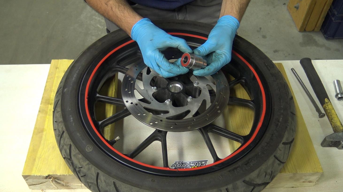 étape 6 tuto changer roulements de roue 50cc