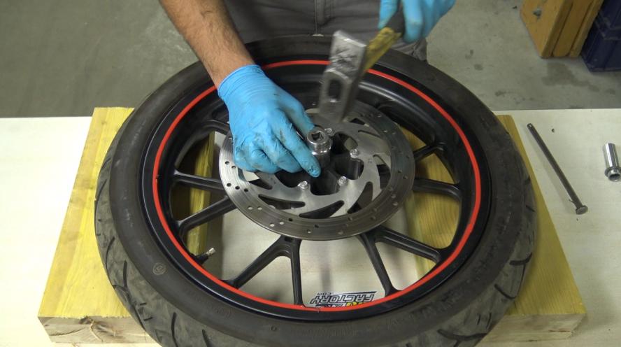étape 7 tuto changer roulements de roue 50cc
