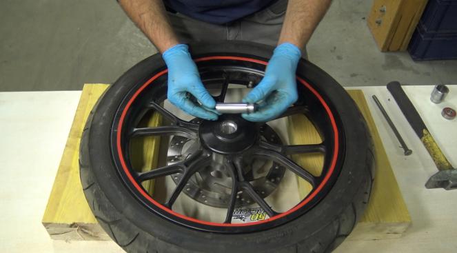 étape 8 tuto changer roulements de roue 50cc